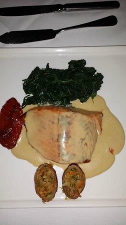 Pangea: Salmon a la mostaza preparacion especial para cliente,  y salio muy contento.