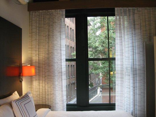 Residence Inn Boston Downtown/Seaport : Great windows.