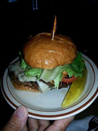 McGonigle's Lakeside Grill: regular burger