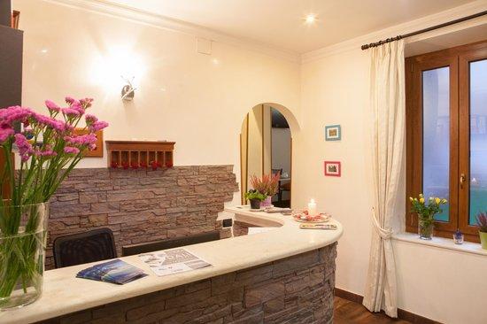 Hotel Borgo: Reception