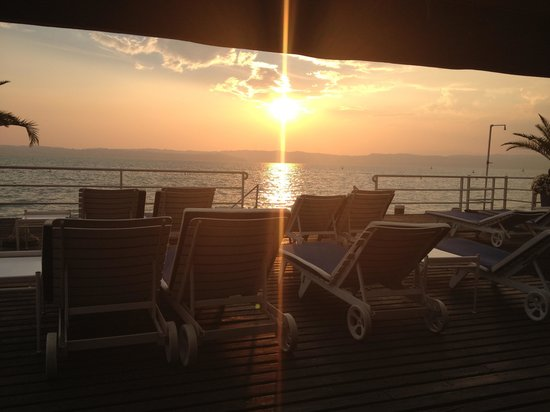 Flaminia Hotel: Sunset on the deck at hotel flaminia