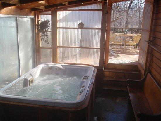 Denison, KS: hot tub room