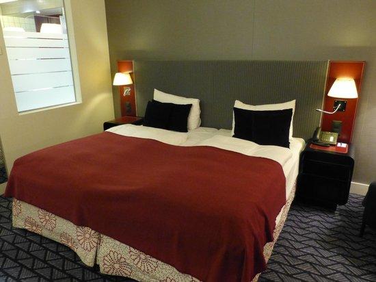 Radisson Blu Hotel, Zurich Airport: Bed