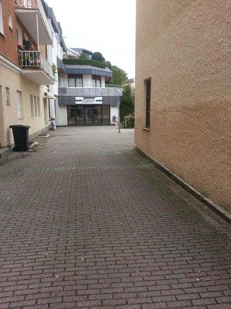 Hotel Goldener Hirsch : Hinterhof zum Parkplatz