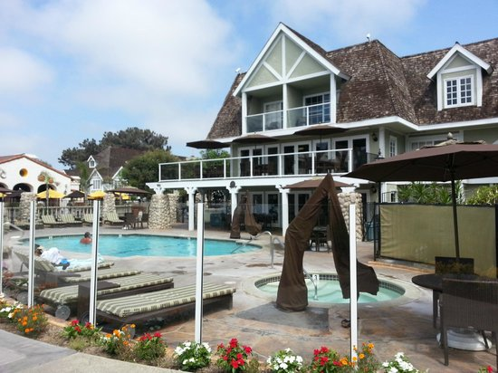 Carlsbad Inn Beach Resort : Pool & hot tub in enclosed area accessible only to guests.