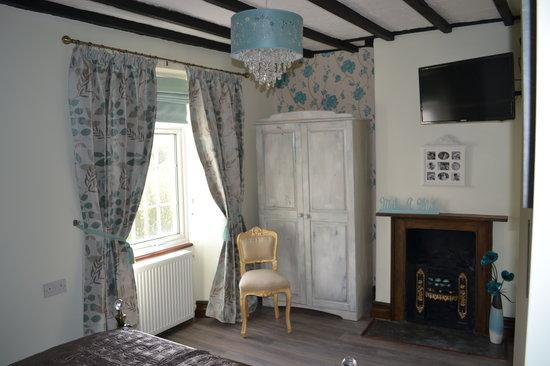 La-Gallerie Bed and Breakfast: Room2