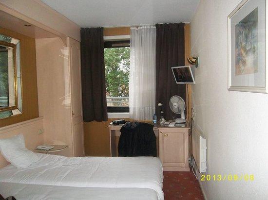 Hotel Capital: chambre