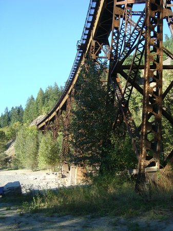 Anderson Creek Campground: CN rail bridge over Anderson River