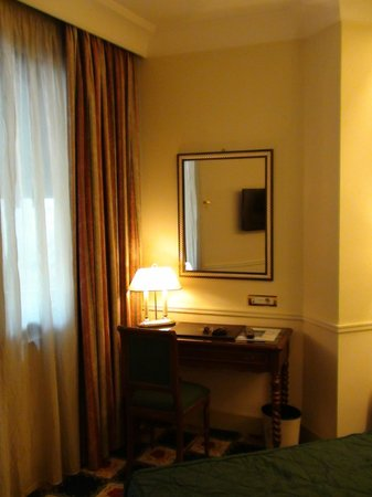 ดอนนาเลาราพาเลส: Chambre
