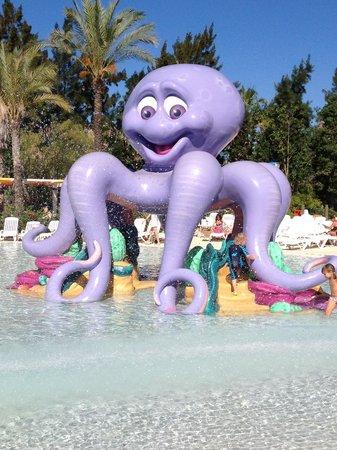 PortAventura Hotel PortAventura : Water park play area for toddlers.