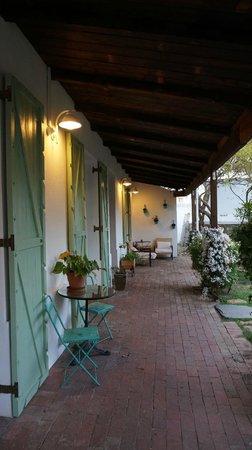 La Grenadine : Vue exterieure des 3 chambres en RDC