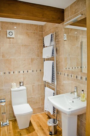 Green Grove Country House: Ensuite in The Mlahamdale Room