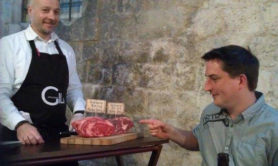 Gil's Little Bistro : Choosing my steak