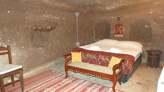 Monte Cappa Cave House: bedroom