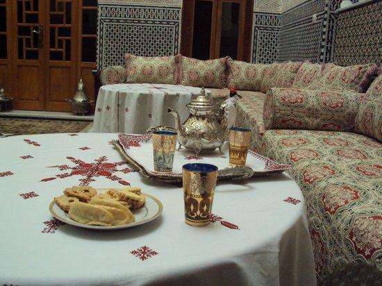 Dar Dalila : l'accueil avec le thé à la menthe