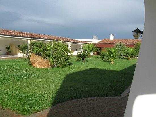 Hotel Biderrosa: Giardino interno
