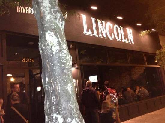Lincoln Tavern and Restaurant : Street view