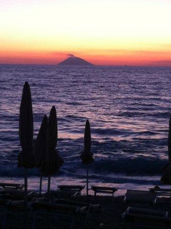 Hotel  Solemare: tramonto dalla spiaggia