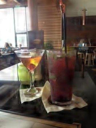 Anthony's Hearthfire Grill - North Point: hearthfire bar