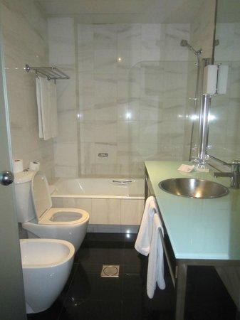 Quatro Puerta del Sol Hotel: bagno