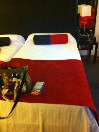 Quatro Puerta del Sol Hotel: camera