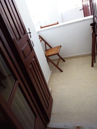 Hotel Makarios : Terrazza in comune con altra camera