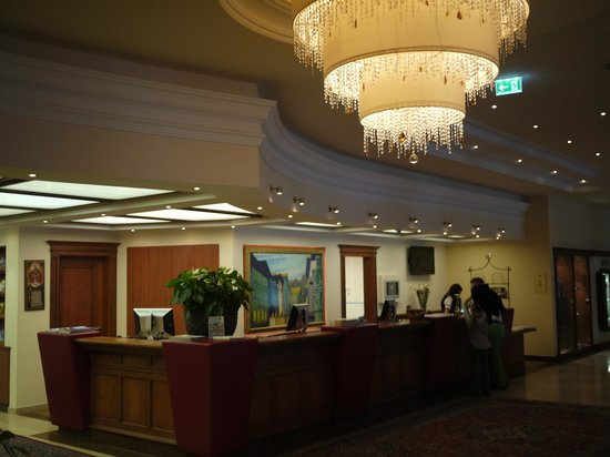 Hotel Edelweiss: Reception Area