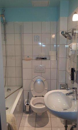 Hotel Franken: bathroom