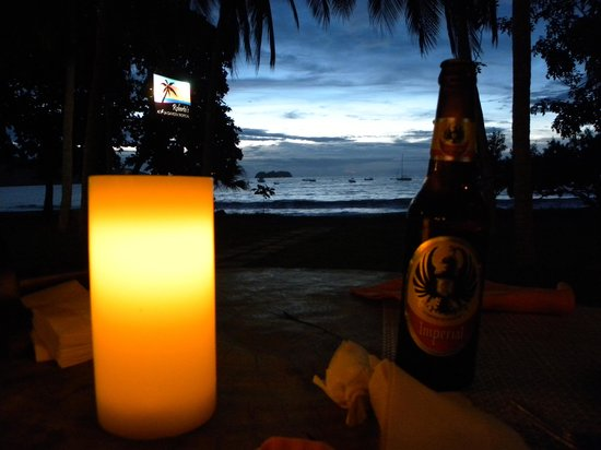 Roberto's Bar & Restaurant: Sunset, candlelight, local beverage.  What more can you ask?