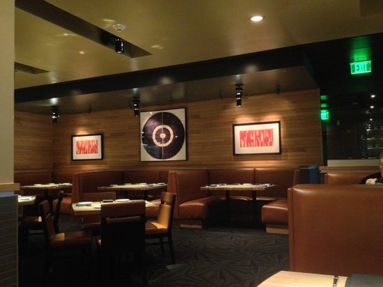 Devon Seafood And Steak Dining Booths Line One Wall