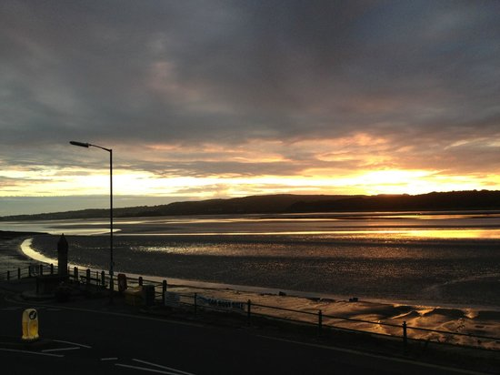 Arnside Chip Shop: 25mtrs From Arnside Chippy the Sunsets can be absolutely Awesome