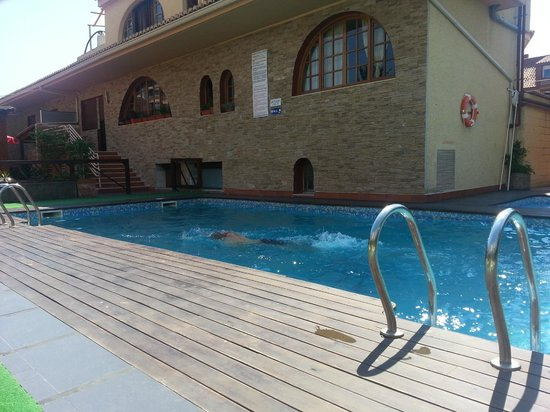 Hostal Mont Royal: piscine