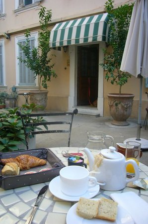 Chanteclair: Frühstück im schönen Innenhof