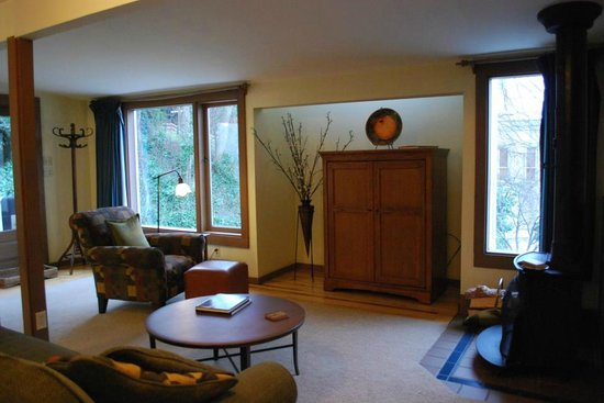 A Suite at the Fountain : Livingroom, outward view