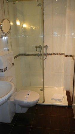 Hotel Acropole: salle de bain
