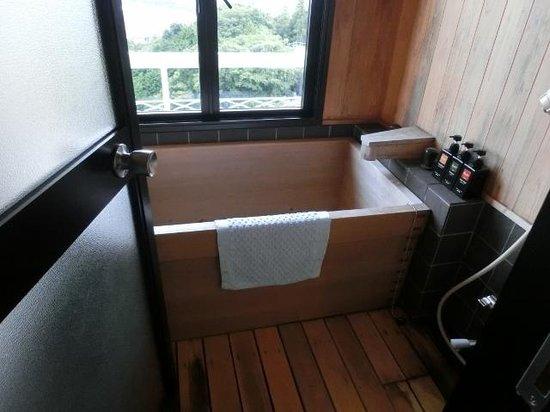 Anjuan : 檜の内風呂です。
