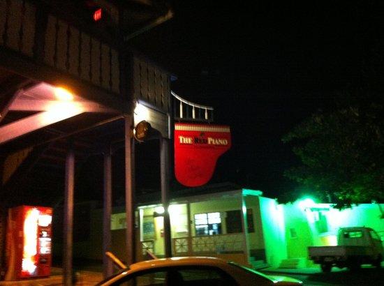Simpson Körfezi, St-Martin / St Maarten: Outside the Red Piano Bar