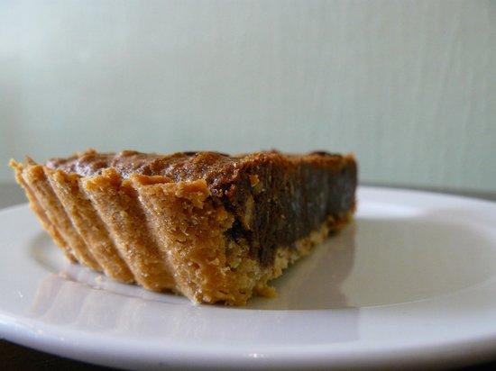 Corny Cafe : chocolate-pecan cake