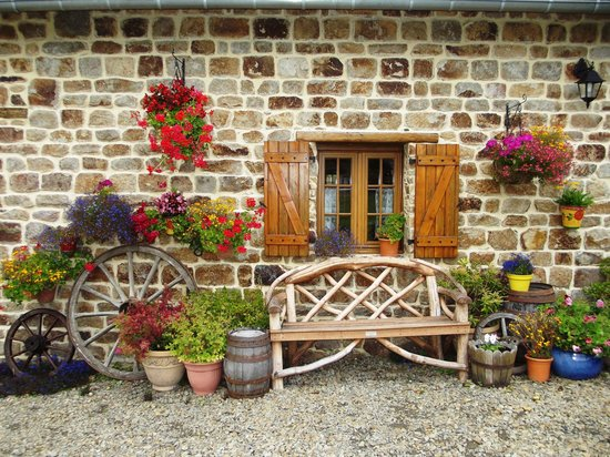 Cherence-Le-Roussel, France : Window of the Wheel Cottage