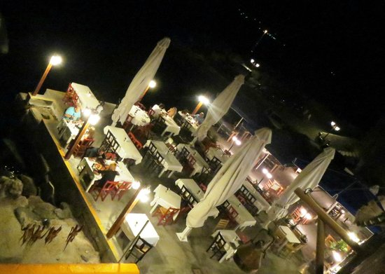 Ammoudi Fish Tavern: The terrace by the sea