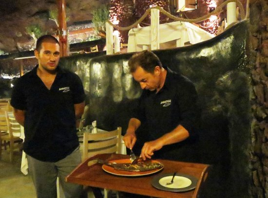 Ammoudi Fish Tavern: Preparation of the Grilled Seabass