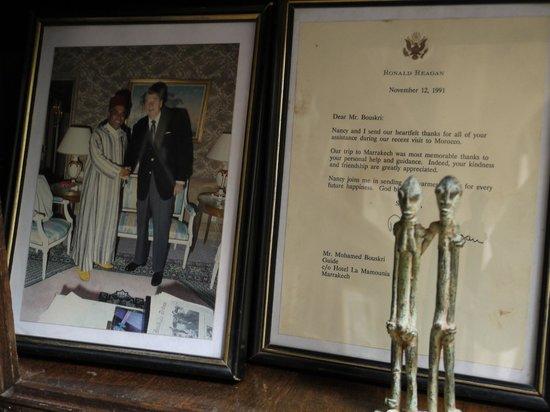 Riad Kniza Restaurant: Mr. Bouskri and President Reagan