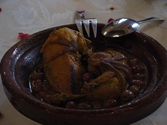 Riad Kniza Restaurant: Chicken Tagine - The Main