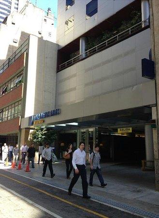 Hotel TRYP BUENOS AIRES: Hotel desde la calle