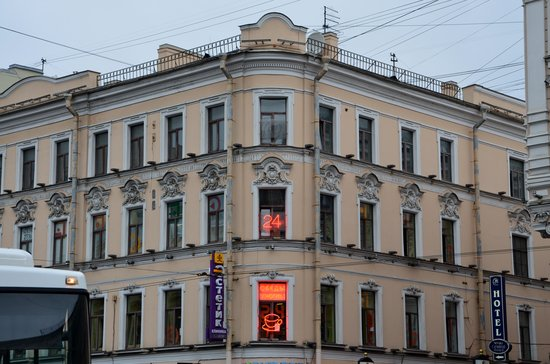 Nevskiy Central Hotel : hotel seen from the street