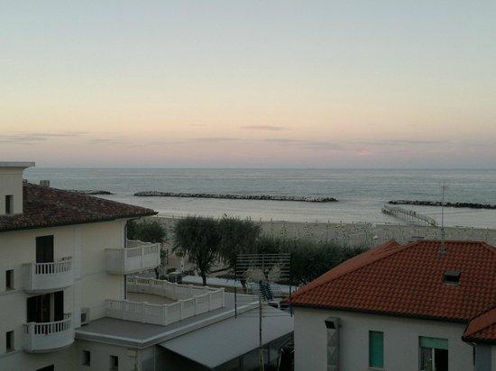 Hotel Mirage: pochi metri dal mare.....