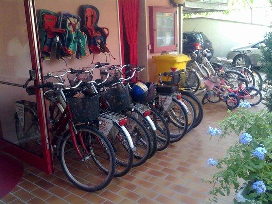 Hotel Menfi: Parco biciclette