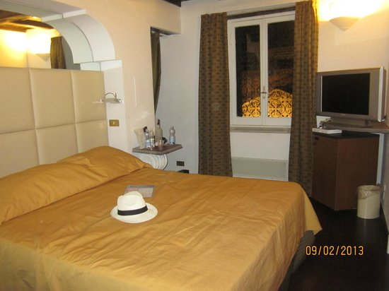 Albergo del Sole Al Pantheon: Room 501 Bedroom area, spacious and what a VIEW!!