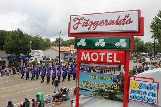 Fitzgeralds Motel: 46th Annual Wo-Zha-Wa Parade Wisconsin Dells, Sunday, September 15, 2013 - 1:30 pm, Broadway Par
