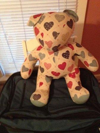 MacDougall House Bed and Breakfast: bears everywhere